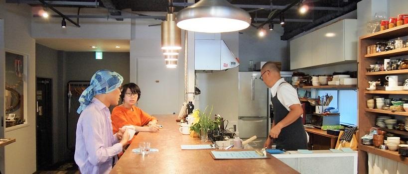本職は僧侶。水曜朝はカフェの店長。